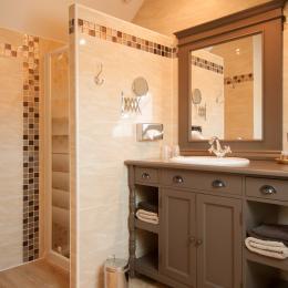 Salle d'eau spacieuse et confortable - Chambre d'hôtes - Verzy