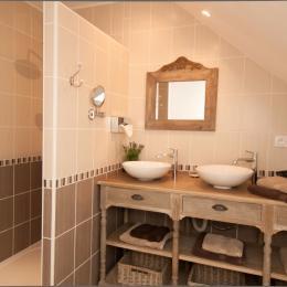Salle d'eau double vasque - Chambre d'hôtes - Verzy