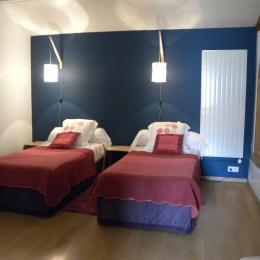 suite familiale : chambre 2 lits séparés - Chambre d'hôtes - Compertrix