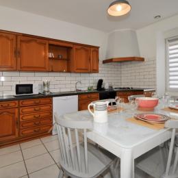 Cuisine équipée espace repas - Location de vacances - Vandeuil