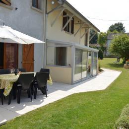 Terrasse et véranda Gîte du Lavoir - Location de vacances - Courthiézy