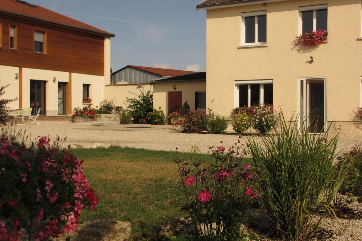 L'Annexe de la Pétillante vue sur cour - Location de vacances - Soudron