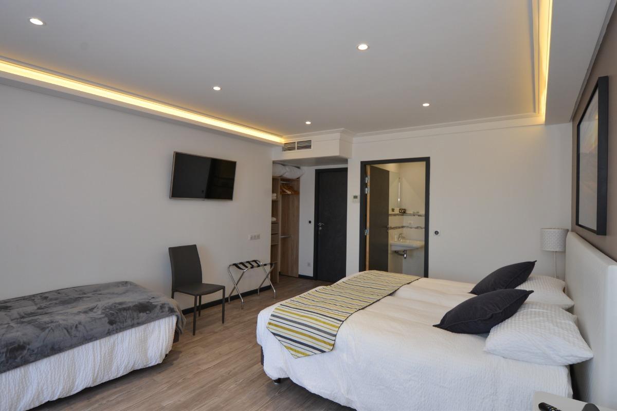 Terrasse privative accessible depuis chaque chambre d'hôtes - Chambre d'hôtes - Vaudemange