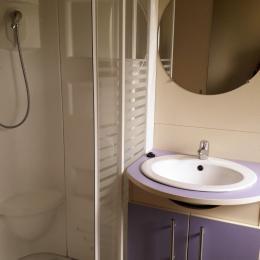 Salle de bain et WC Atlantis (4p) - Location de vacances - Bourg-Sainte-Marie