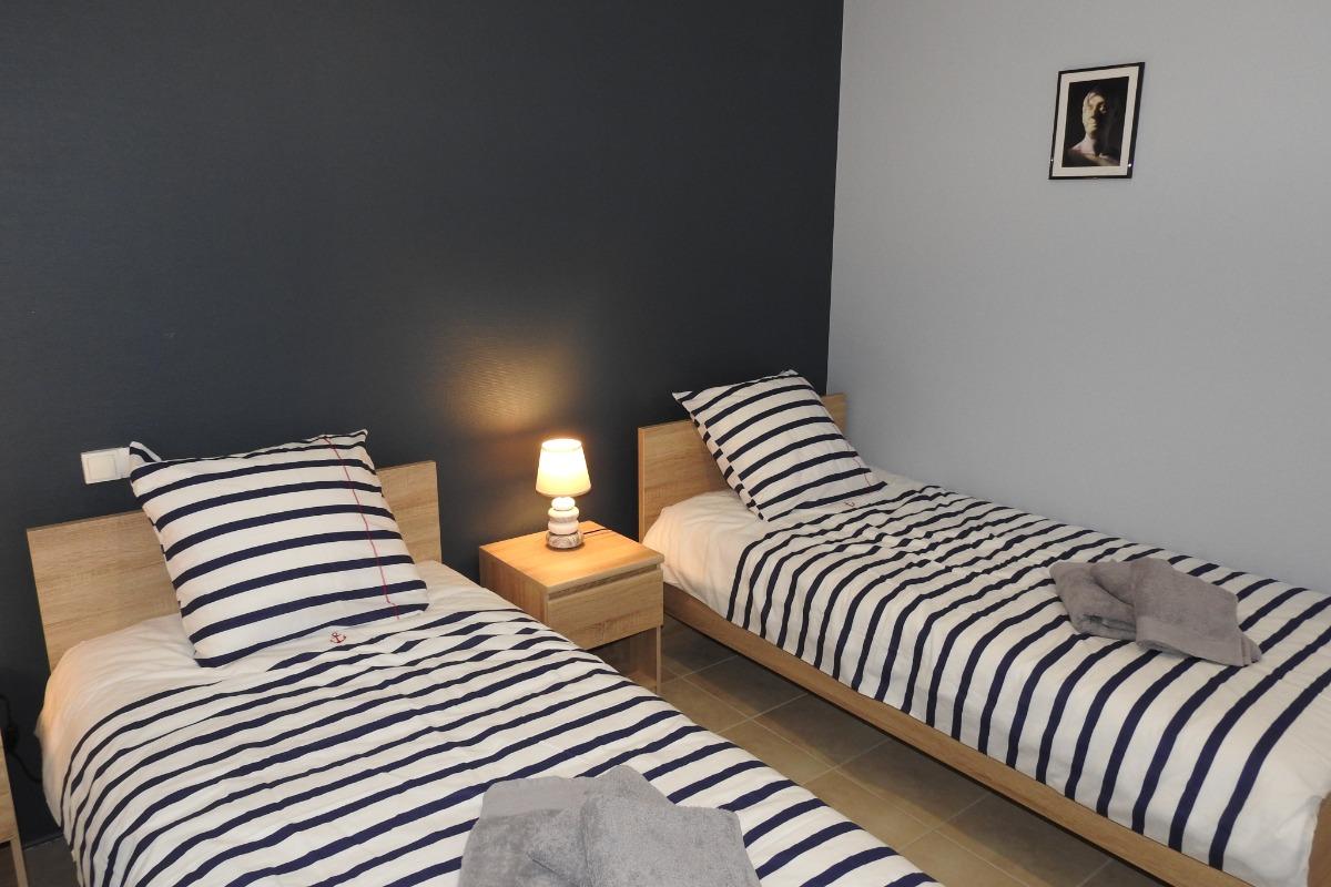 Chambre à 2 lits : draps et linge de toilette fournis - Location de vacances - Peigney