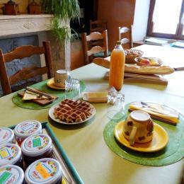 Petit déjeuner - Chambre d'hôtes l'An XII - Suite Floréal - Chambre d'hôtes - Charency-Vezin