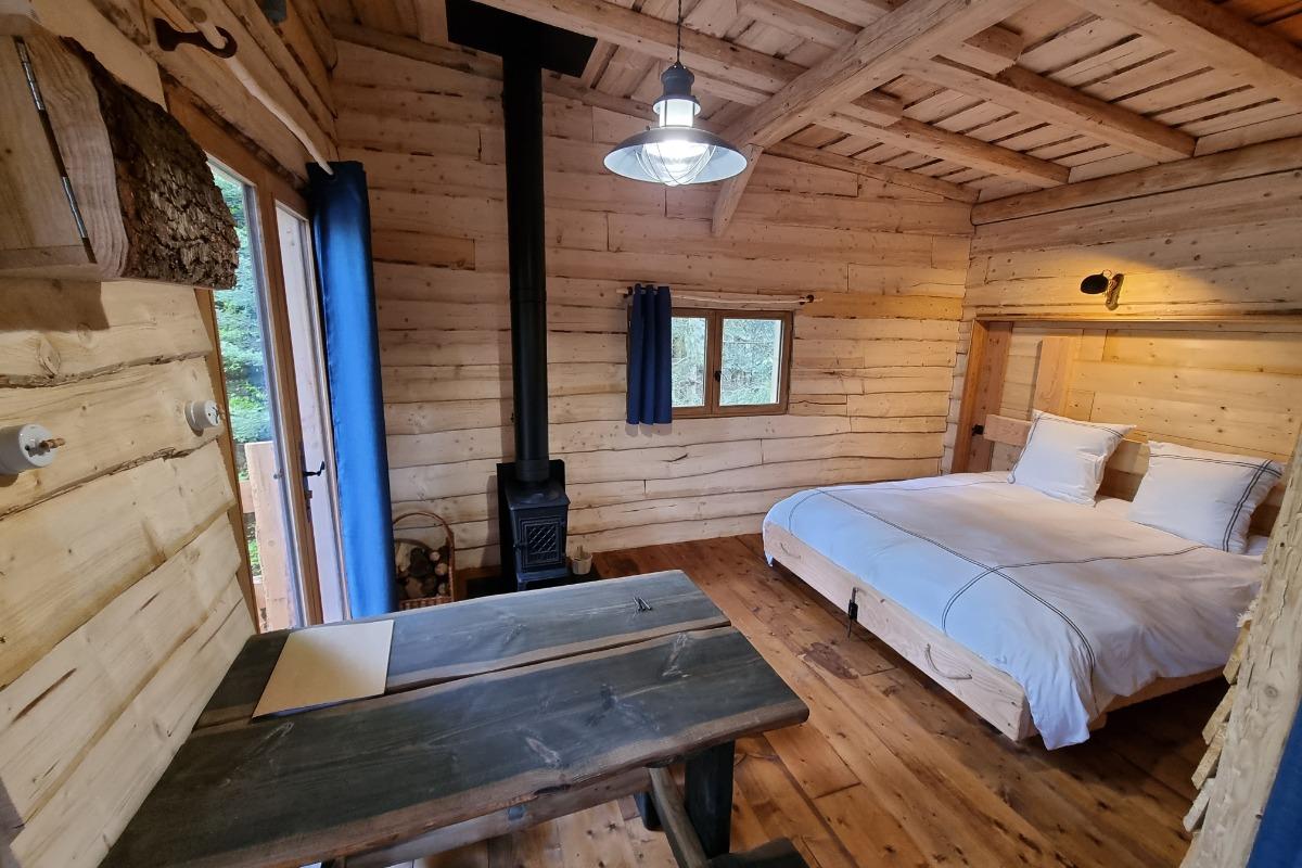 Cabane Galilée, pièce de vie - Les Cabanes du Lac de Pierre Percée - Chambre d'hôtes - Badonviller