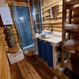 Salle d'eau, cabane Galilée - Les Cabanes du Lac de Pierre Percée - Chambre d'hôtes - Badonviller