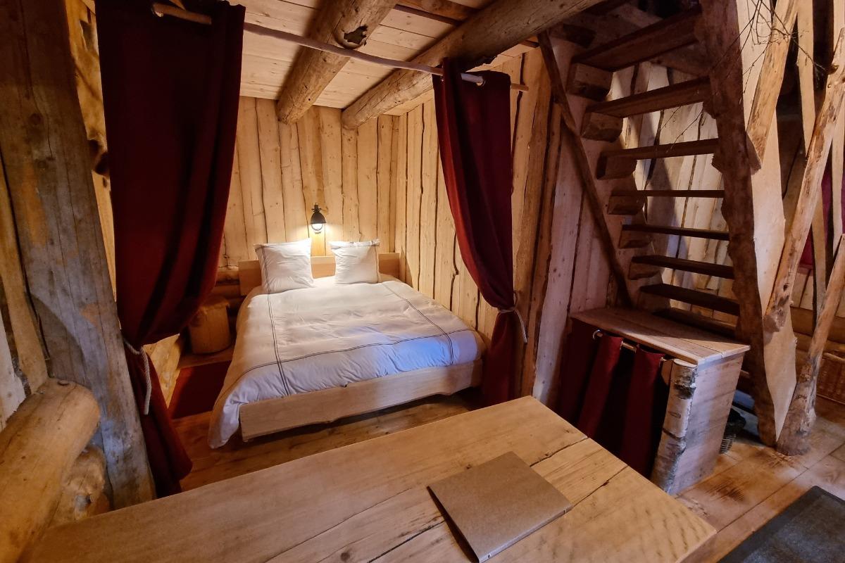 Fuste du Trappeur, Grand lit double - Les Cabanes du Lac de Pierre Percée - Chambre d'hôtes - Badonviller