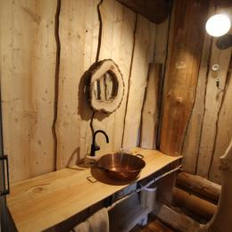 Salle d'eau, Fuste du Trappeur - Les Cabanes du Lac de Pierre Percée - Chambre d'hôtes - Badonviller