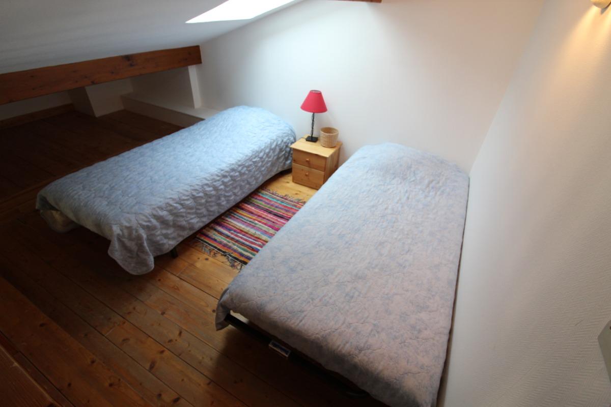 couchage complémentaire mezzanine  - Chambre d'hôtes - Lachaussée