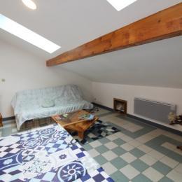pièce commune et espace canapé - Chambre d'hôtes - Lachaussée