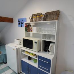 Equipements et vaisselle pièce de vie commune - Chambre d'hôtes - Lachaussée