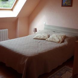 Chambre 2 lits 1 personne (pouvant à la demande être agencée en un seul grand lit en 180)  - Location de vacances - Saint-Marcel