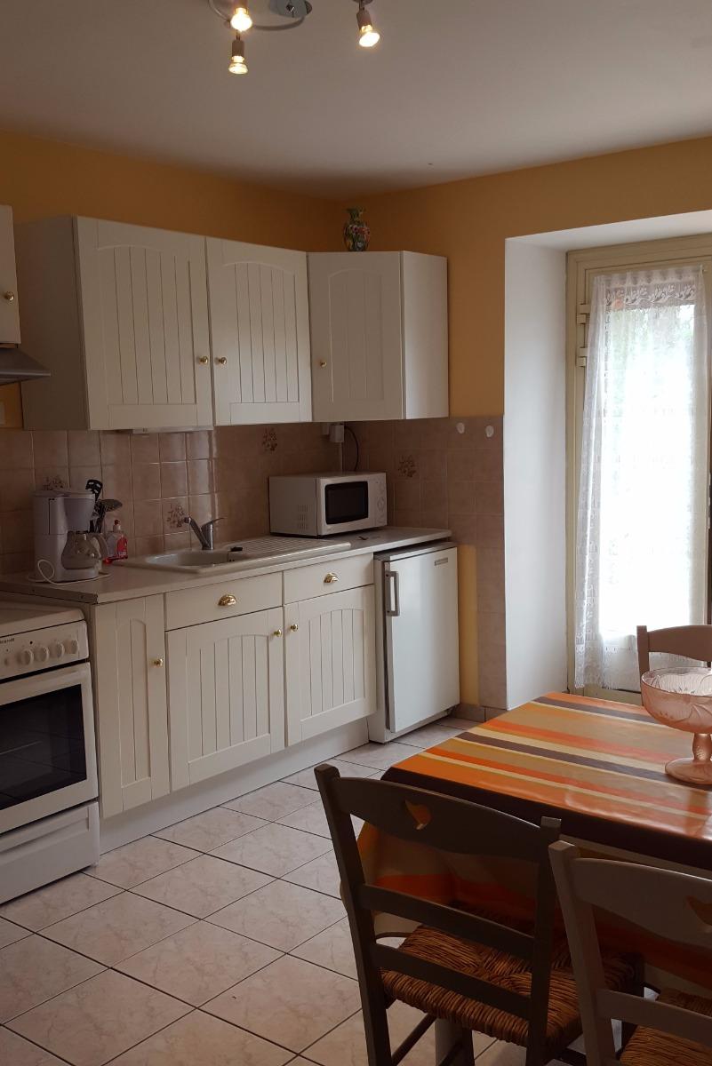 Cuisine avec espace repas - Location de vacances - Loyat