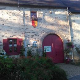 entrée des gites Logis de Ste Croix  coté ville de josselin morbihan bretagne - Location de vacances - Josselin