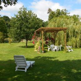 photo terrasse  gite accessible Les Logis de Ste Croix Josselin - Location de vacances - Josselin