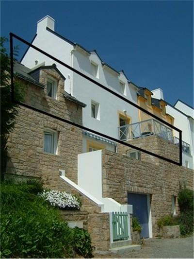 Situé à l'équivalent d'un 1er étage, orienté sud-est, terrasse à l'abri des vents dominants - Location de vacances - Sauzon