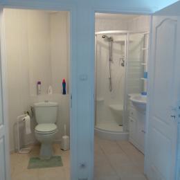 Salle d'eau WC séparés - Location de vacances - Ploemeur