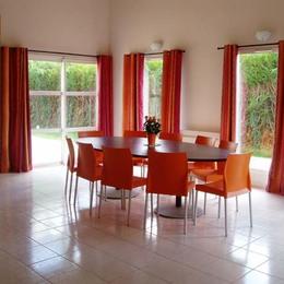 Pièce de vie spacieuse et lumineuse - Location de vacances - Saint-Congard