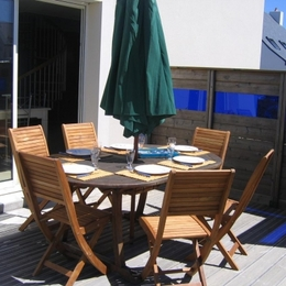 Coin repas abrité des vents dominants et proche du barbecue - Location de vacances - Erdeven