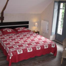 lit 160 chambre à l'étage - Location de vacances - Noyalo