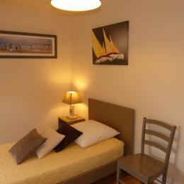 La chambre  soléiade  1 lit de 90 + 1 lit BB - Location de vacances - Plouhinec