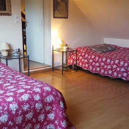 Salon vue sur cuisine - Location de vacances - Les Fougerêts