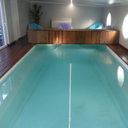 piscine intérieure chauffée toute l année  - Location de vacances - Guer
