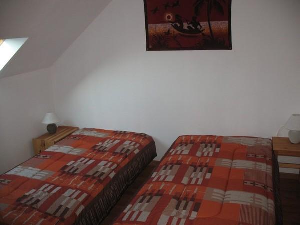 Chambre 2 lits  90 à l'étage - Location de vacances - La Vraie-Croix