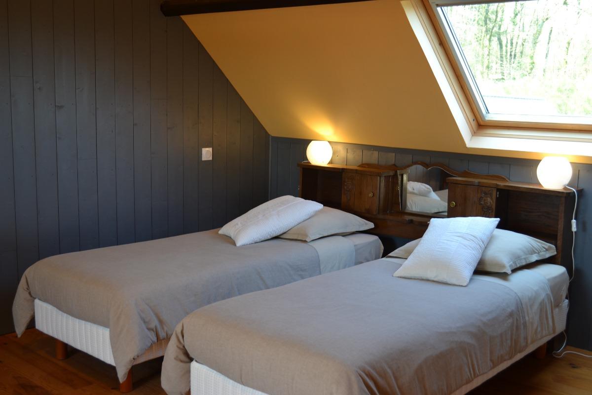 Deux lits twins pouvant formant un lit double king size - Chambre d'hôtes - Ploërdut