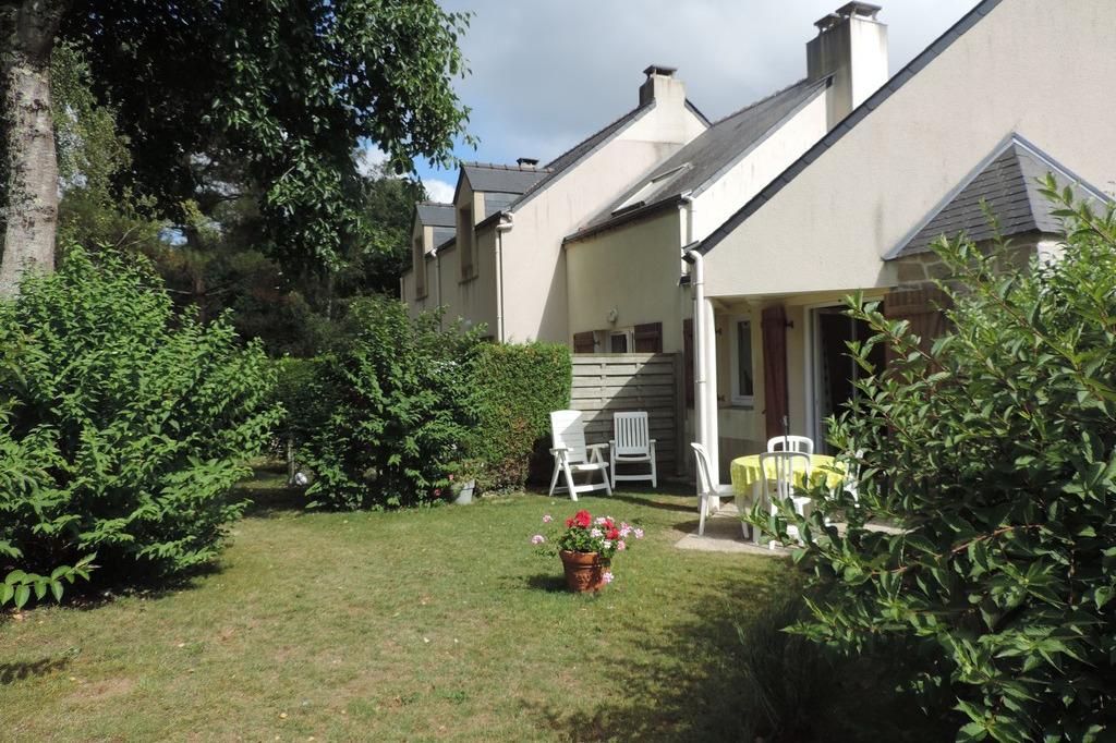 jardinet et terrasse - Location de vacances - Ploemel