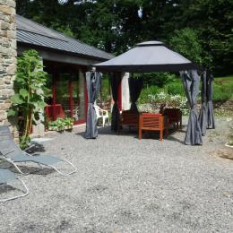 Terrasse salon détente extérieur - Chambre d'hôtes - Peillac