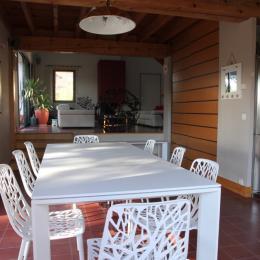 Table se prêtant bien aux jeux d'intérieur - Location de vacances - Arzon