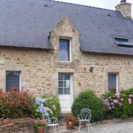 Longère typiquement bretonne donnant sur cour privée. - Location de vacances - Bono