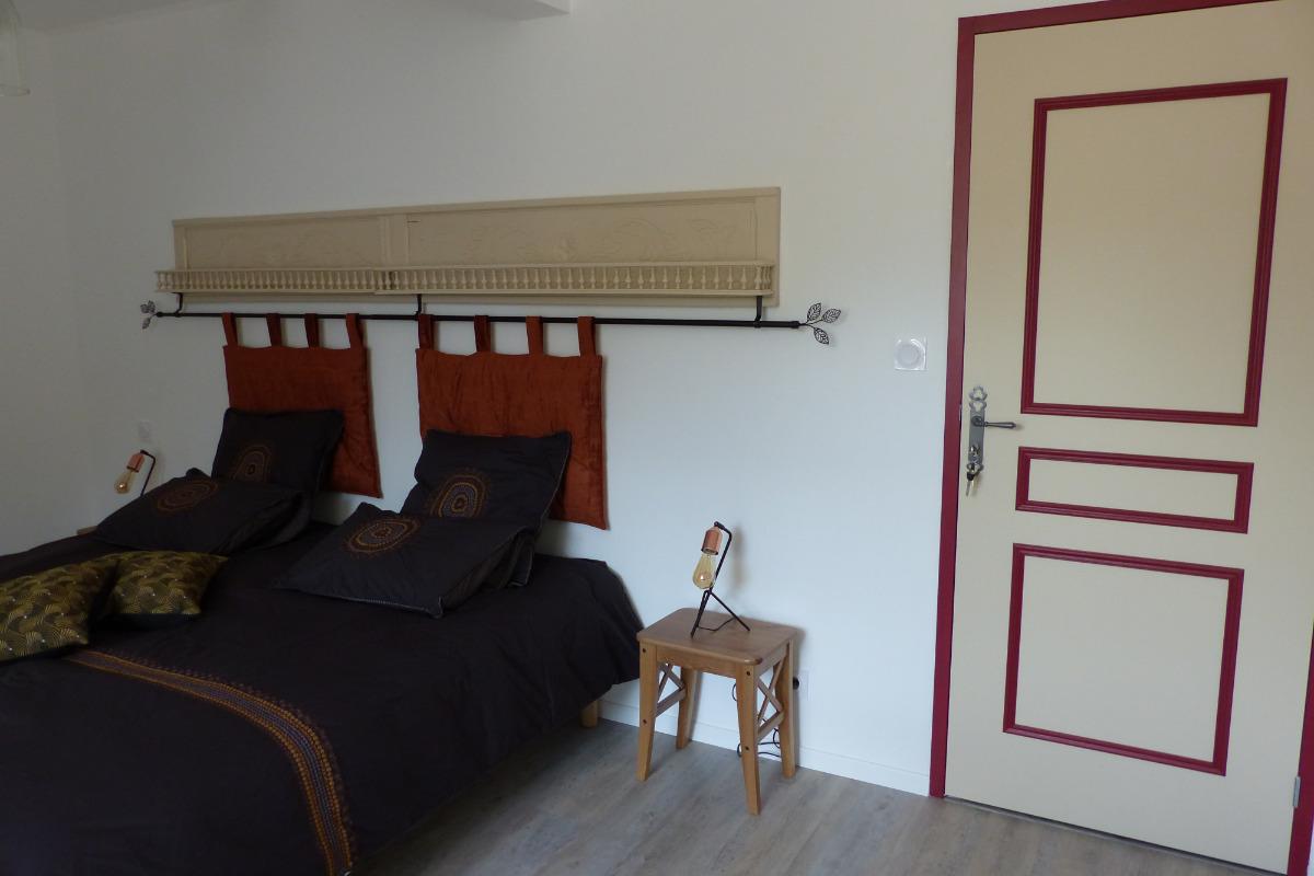 chambre à tredion avec un grand lit 180x200 - Chambre d'hôtes - Trédion