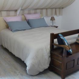 Le confort du lit de 160x200 - Chambre d'hôtes - Trédion
