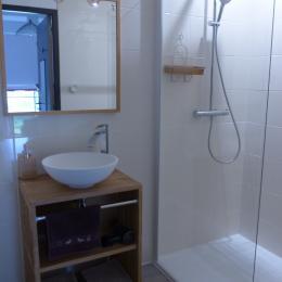 La salle d'eau privative avec wc séparés privatifs - Chambre d'hôtes - Trédion