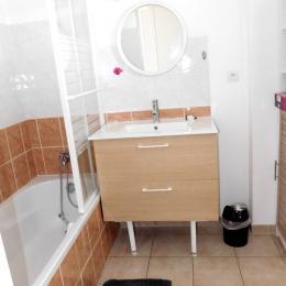 Balcon exposé sud avec salon de jardin - Location de vacances - Auray