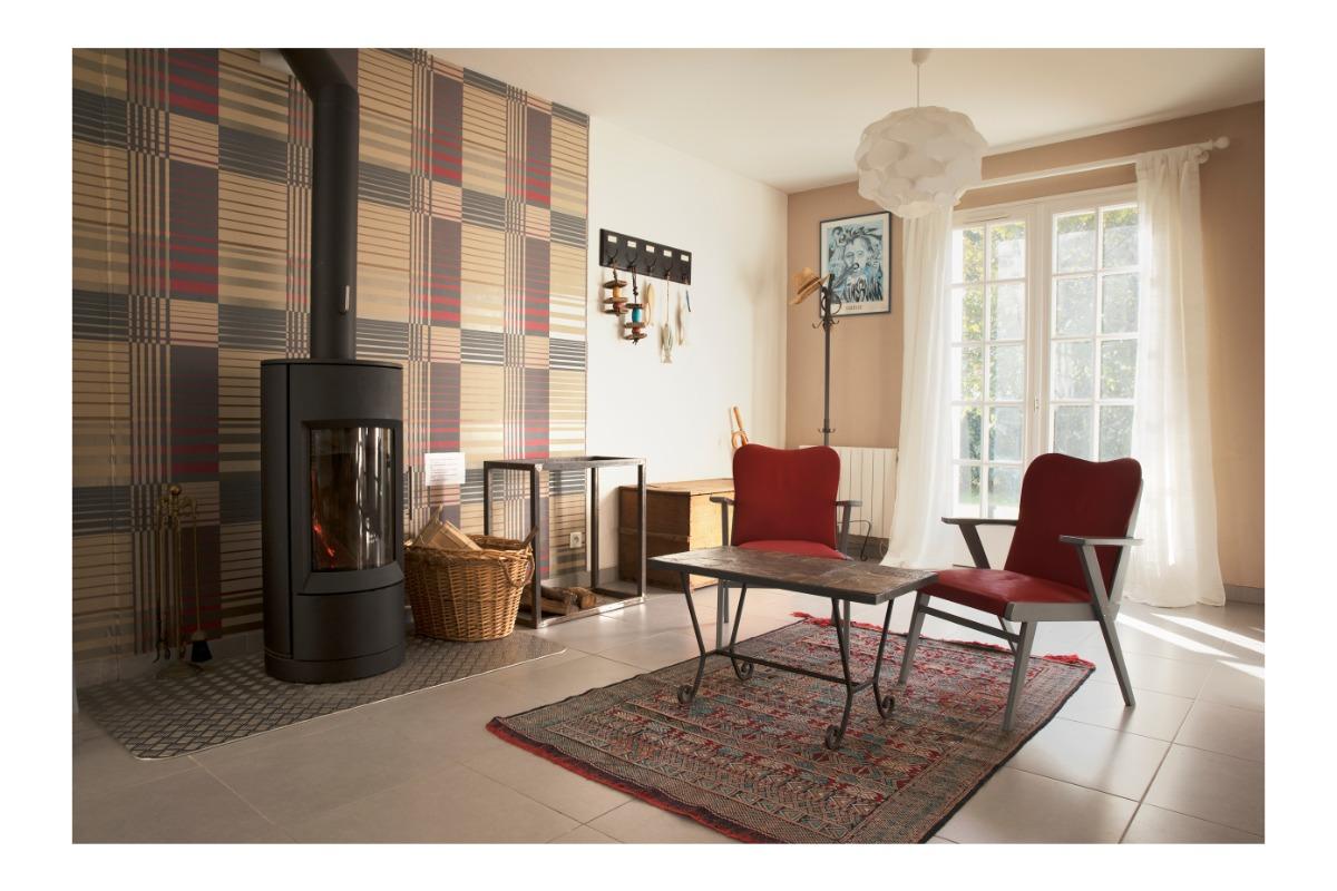Grande salle de séjour et son poêle à bois - Location de vacances - Baden