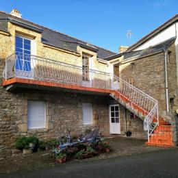 La façade et l'entrée à l'étage - Location de vacances - Erdeven