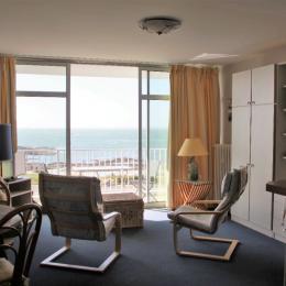 Le séjour avec ses deux lits de 90armoire rabattables - Location de vacances - Quiberon