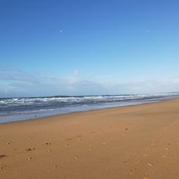 La plage de kerhillio à 15 mm à pied de la location  - Location de vacances - Erdeven