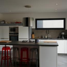 La cuisine ouverte, tout équipée  - Location de vacances - Erdeven