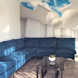 Salon avec vue sur la piscine intérieure privée - Location de vacances - Plouhinec