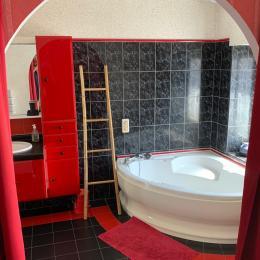 Salle de bain ouverte sur chambre du rdc - Location de vacances - Larmor-Plage