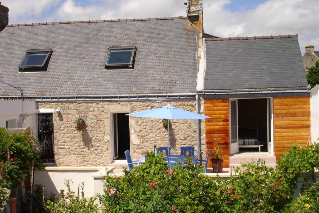 façade SUD, aucune mitoyenneté cuisine, salon et chambre plain-pied  - Location de vacances - Plouhinec