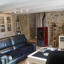 salon et son poêle à granules TV et wifi - Location de vacances - Plouhinec