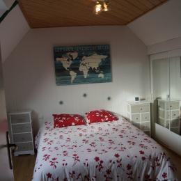 chambre à l'étage et ses rangements plein sud - Location de vacances - Plouhinec