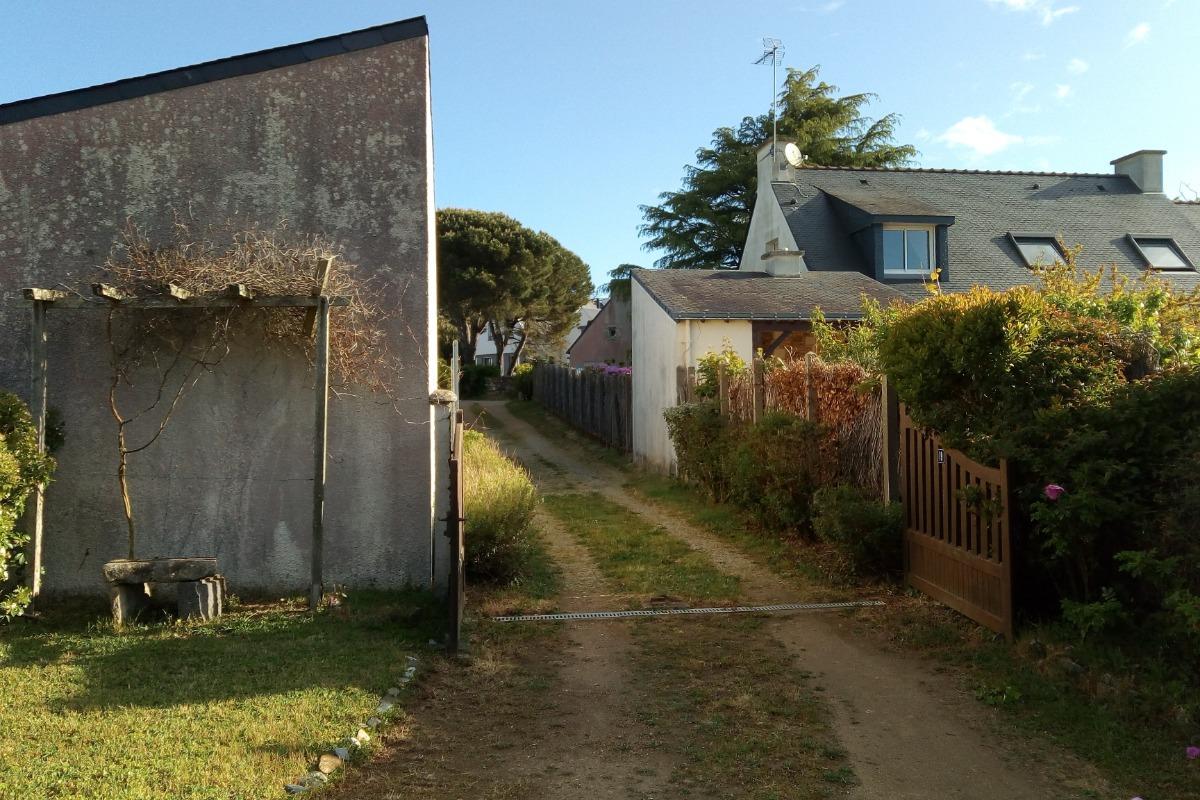 Accès à la maison par une allée privative, face aux boîtes aux lettres - Location de vacances - Sarzeau